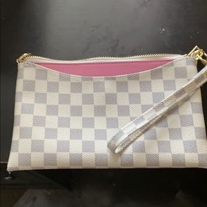 Checkered makeup bag